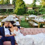 Les jeunes mariés ont dansé sous les étoiles et les lustres lors de cette réception de mariage au jardin botanique de Chicago
