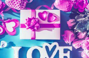 12 grandes idées de cadeaux de fiançailles pour tout couple