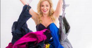 Des inconnus m'engagent pour faire semblant d'être leur ami proche pendant leur mariage – et oui, j'ai bien plus de 27 robes