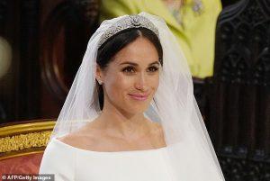La reine a nié le diadème de mariage de Meghan Markle, dit un livre
