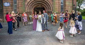 Les couples britanniques font face à des restrictions sur les coronavirus de mariage lorsqu'ils se marient