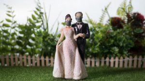 """Contemplez le monde sans joie de la marchandise """" Covid Wedding """""""