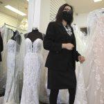 Flux: «Je parle mariée – c'est mon travail.» La couturière parle des mariages, de la foi et des affaires à l'époque du COVID-19