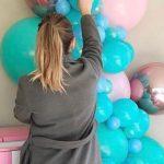 J'aime tellement les ballons que j'ai quitté ma carrière de wedding planner pour démarrer ma propre entreprise d'installation de ballons personnalisés. Mon travail commence souvent lorsque tout le monde quitte le bureau – voici à quoi ressemble une journée typique.