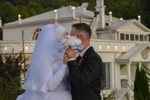 Kosovo, le coronavirus et la crise de l'industrie du mariage / Kosovo / Régions / Homepage