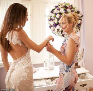 La mariée révèle que sa mère a été expulsée de son mariage après avoir prononcé un discours cruel