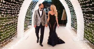 La star de la vente de Sunset, Christine Quinn, s'ouvre sur un mariage époustouflant avec son fiancé millionnaire Christian avec une robe noire et un thème gothique Winter Wonderland