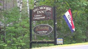 Le rapport détaille la réception de mariage au Big Moose Inn, licence d'installation rétablie