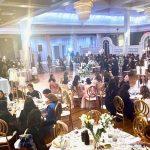 Les salles de banquet de New York accueillant de grands mariages malgré l'interdiction du COVID-19