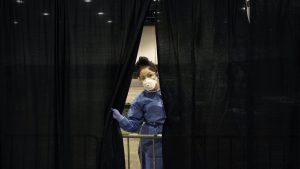 """"""" Trop sont égoïstes """": les États-Unis approchent de 5 millions de cas de virus"""