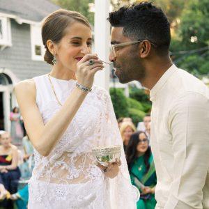 Un élégant mariage dans la cour avec deux cérémonies