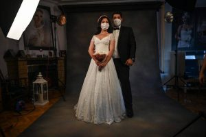 Froncement de sourcils nuptiale: le virus entaille de gros mariages turcs – Actualités