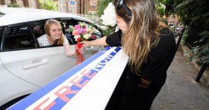 La mariée s'est mariée lors de sa pause déjeuner lors du premier mariage au volant au Royaume-Uni, puis est retournée au travail