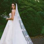 L'actrice Elizabeth Gillies a conduit un camping-car à son mariage dans une charmante ferme du New Jersey