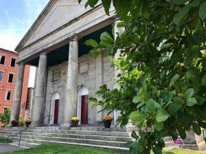 Le fils du pasteur de mariage du Maine, un « super épandeur », se mariera à Portsmouth