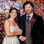 Un mariage de l'Université des Arts rempli de lumières LED et de vidéos