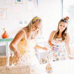 L'école de mariage de bricolage guide les mariées dans la planification de leur journée spéciale