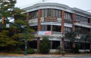 La salle de mariage Pantagis emblématique de Scotch Plains, Snuffy, ferme brusquement, laisse les mariées dans le pétrin, doit plus de 380000 $ au canton, mais le propriétaire refuse la fermeture de l'entreprise