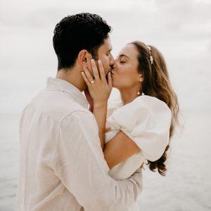 Un beau micro mariage au bord de l'eau à Miami