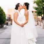 Une célébration de mariage animée à Los Angeles pleine de fleurs d'automne