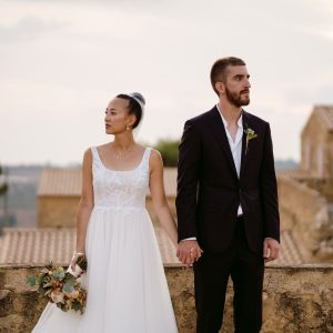 Une joyeuse célébration de mariage dans la campagne sicilienne