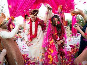 Célébrer l'amour au temps de Corona: mariages pendant Covid-19