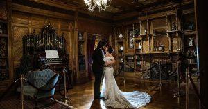 Les restrictions COVID-19 renforcent la popularité des micro-mariages