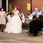 Son rêve était que son père fasse partie de son mariage; L'équipe de l'ICU en fait une réalité