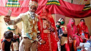 """Ce que signifie le coronavirus pour les """" grands mariages """" en Inde"""