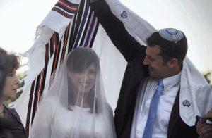 Importance des cérémonies de mariage juives analysées dans un nouveau livre