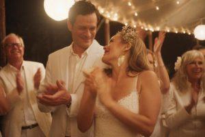 Interview: Tom Everett Scott, star de «Groom»: les gens sont liés au chaos du mariage