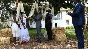 Le coronavirus arrête les plans de mariage en Afrique | Afrique | DW