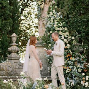 Un mariage inspiré de Shakespeare à La Foce en Toscane, Italie