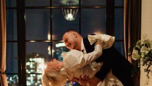 Caroline Vreeland portait Giambattista Valli pour sa cérémonie de mariage avec vue sur New York