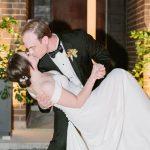 Ce mariage au Texas réunit l'art et la loi pour la plus douce trempette de tous les temps