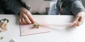 Invitations de mariage et réserver les dates: quand envoyer les deux