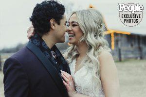 Kat et Alex d'American Idol se nouent dans un mariage intime de «rêve» – Voir les photos!