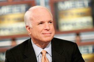 Le camée « complètement inutile » de John McCain dans Wedding Crashers a surpris ses partisans