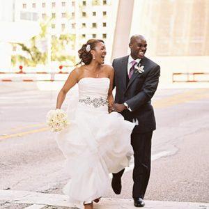 Souhaits de mariage: ce qu'il faut écrire dans une carte de mariage 2020