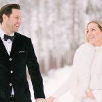 Un mariage d'hiver confortable dans le Colorado avec seulement 17 invités