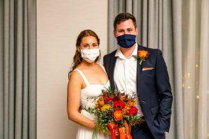Les micro-mariages sont une nouvelle façon dont les couples choisissent de se marier au milieu d'une pandémie persistante de coronavirus