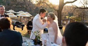 Mariages: deux farceurs tombent amoureux