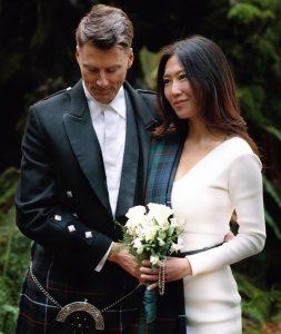 Un article de Vogue sur le mariage de l'ancien maire de Vancouver déclenche des abus en ligne de la mariée