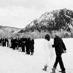 Un mariage d'hiver dans les montagnes du Colorado où les plans les mieux préparés ont changé de dernière minute