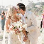Un micro-mariage romantique à la maison à Laguna Beach