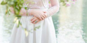 Une robe de mariée en soie du parachute qui a sauvé le marié