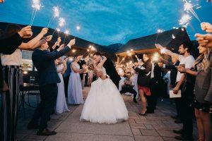 Voici la mariée: les lieux de mariage voient le début de la récupération du COVID