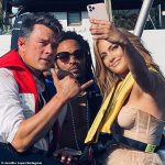 Jennifer Lopez termine le film Shotgun Wedding avec ses coéquipiers Josh Duhamel et Lenny Kravitz