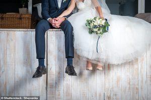 La mariée a critiqué après avoir dit à son frère que son mariage avait été annulé car il refusait de lui prêter 15000 $
