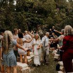 Les éco-mariages se répandent alors que de plus en plus de couples optent pour des cérémonies intimes